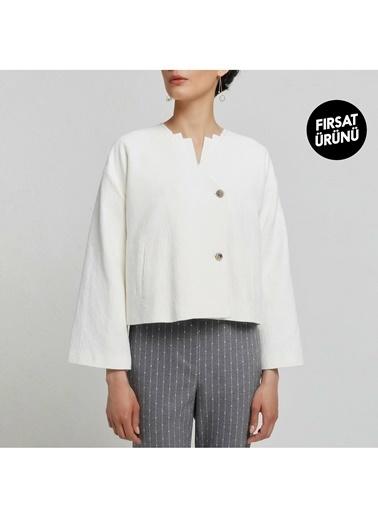 Yargıcı Ceket Beyaz